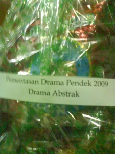 Hamper drama abstrak 09